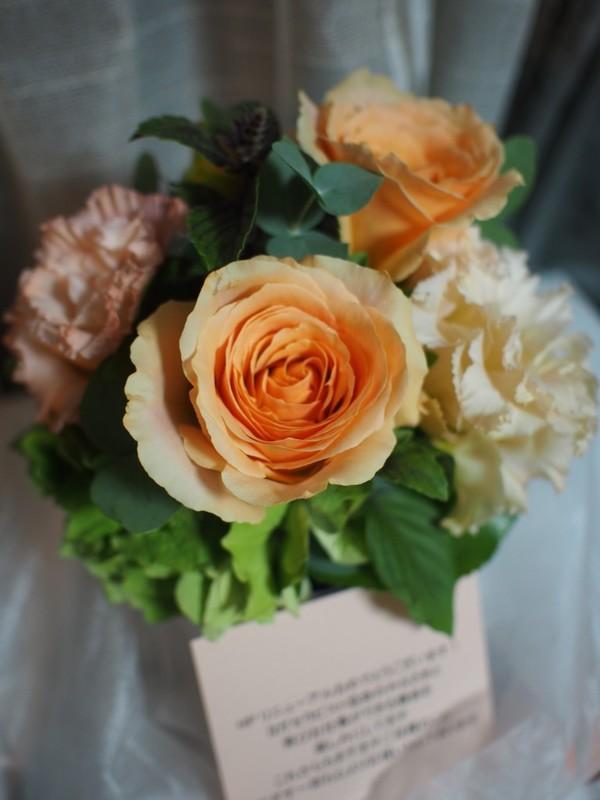 (株)まなざすのディレクターさまよりお花をいただきました!