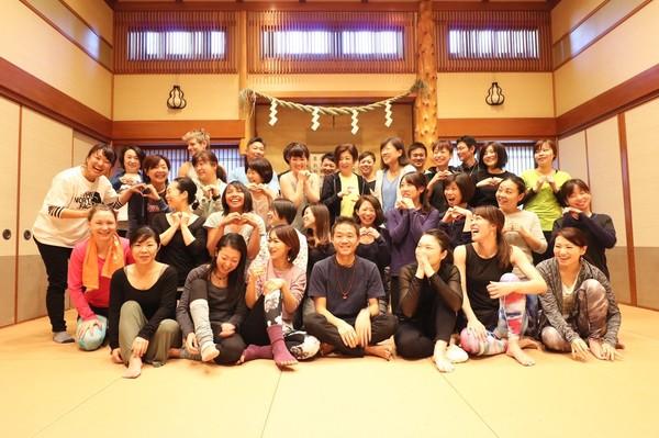 「太陽礼拝108回、シンギングボウル、瞑想」開催しました!